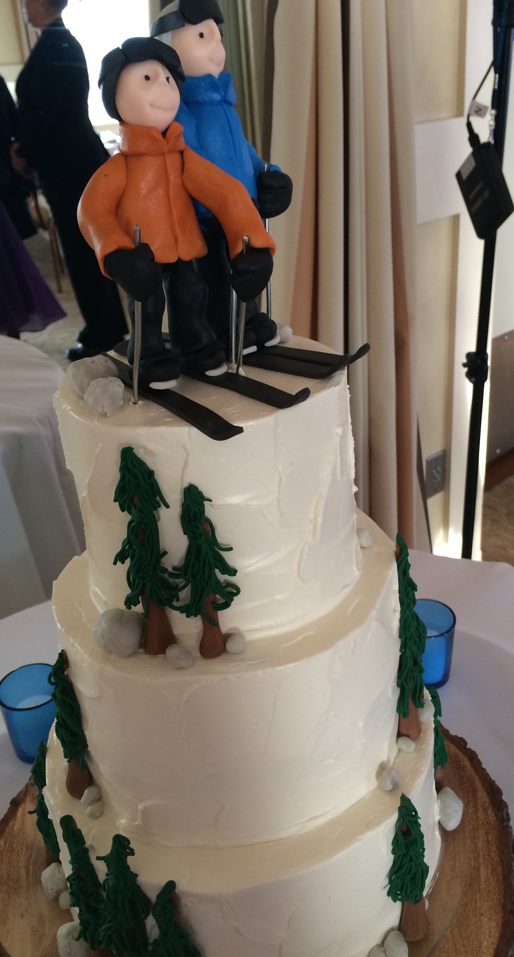 They met skiing in Lake Tahoe. This was their wedding cake